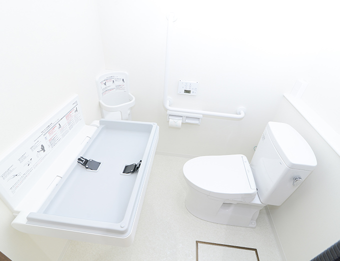 トイレ(おむつ交換台完備)